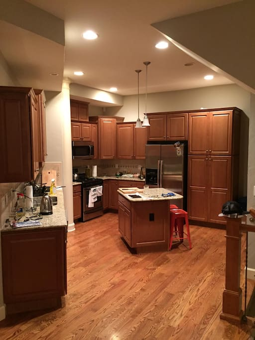 Fully equipped kitchen with gas range and oven. Non stick cookware provided.