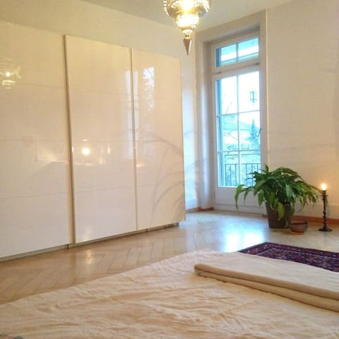 bright, spacious and central room! - Bern - Casa