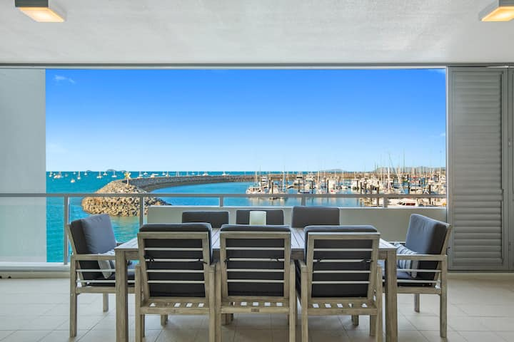 Luxury 1 Bedroom - Absolute Waterfront Apartment
