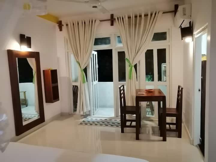 Colombo - Sithila Villa Cozy Room with Balcony