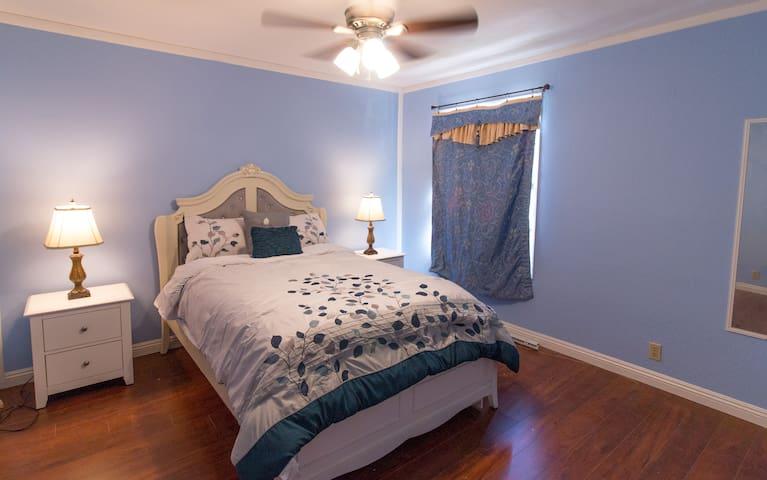 Enjoy your time in Riverside in an cute Bedroom