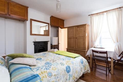 Private (en-suite) Bathroom, Double Bed, garden