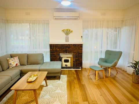 Light filled Art Deco in the heart of Nagambie
