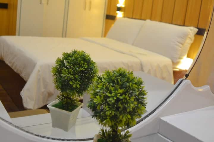 1 BR (sunset view) Penthouse Pad in QC for couples