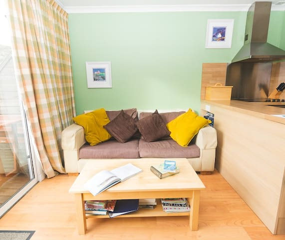 Maghnus Lodge - cosy self catering Colonsay
