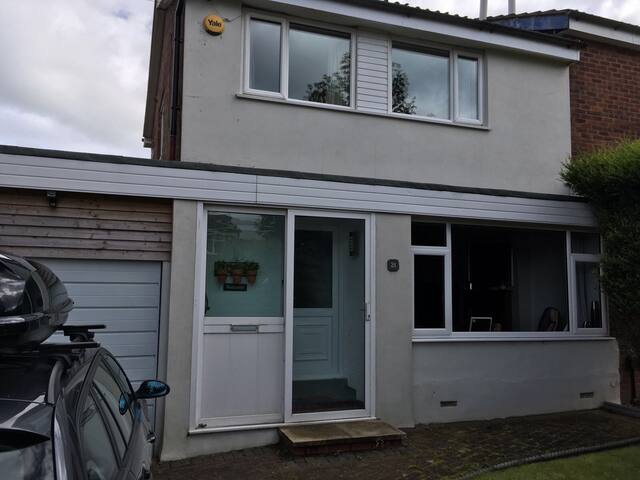 3 Bed Family home with Garden and Hot Tub