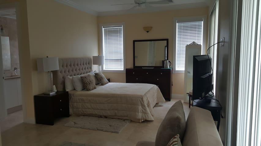 Junior master bedroom with Netflix access.