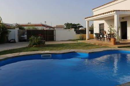 Chalet con piscina - Conil de la Frontera