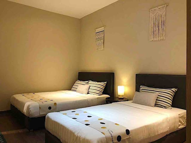 1 bedroom studio comes with 1 Queen bed + 1 Super Single bed good to accommodate 3 persons.