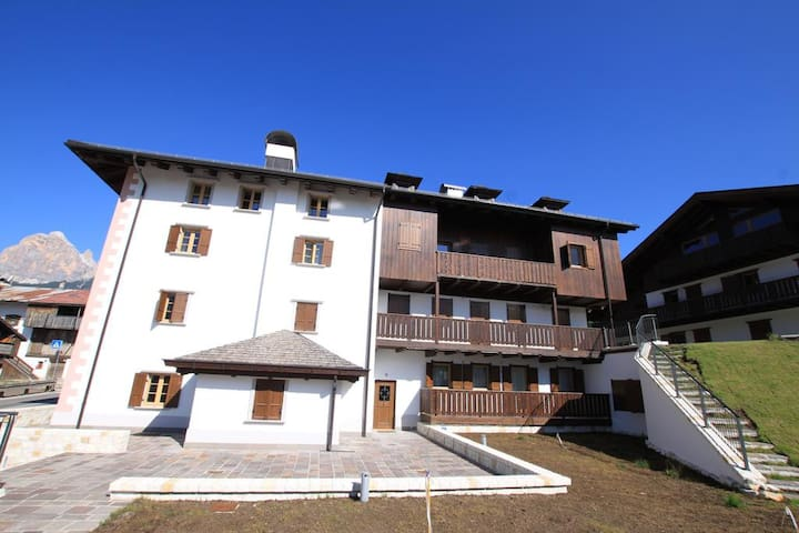 Chalet Olimpia 2 bedrooms 2 bathrooms. Elegant