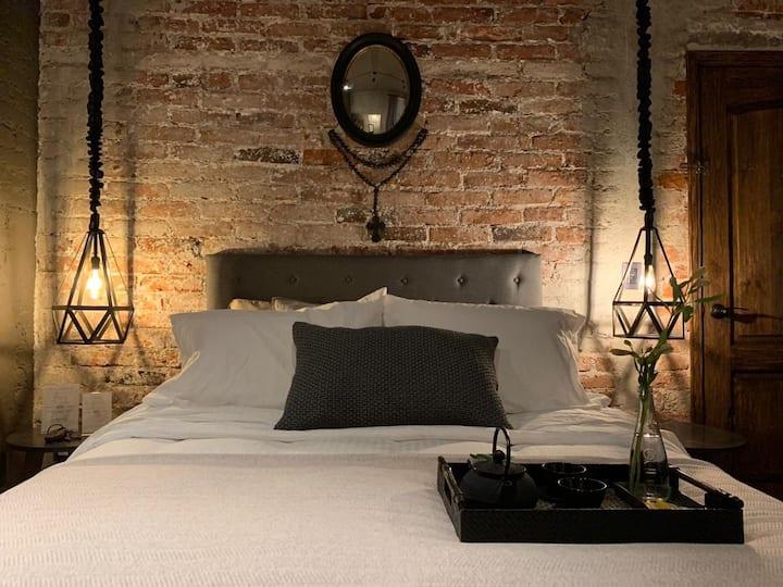 HOTEL CASA EMILIA Room No. 6 (Great location)