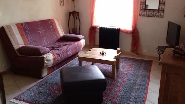 Appartement atypique au cœur petit d'un village