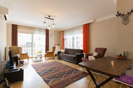 Private Room in Cozy Flat @Bagdat Street, Kadikoy