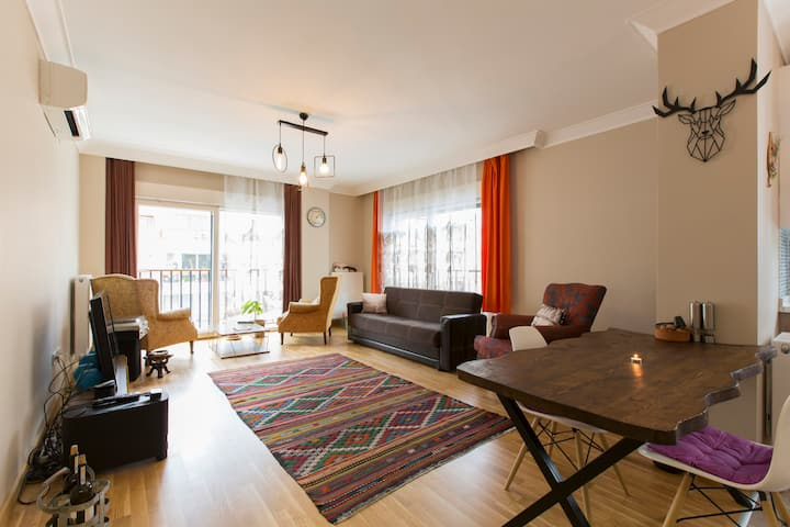 Private Room in Cozy Flat @Bagdat Street, Kadikoy