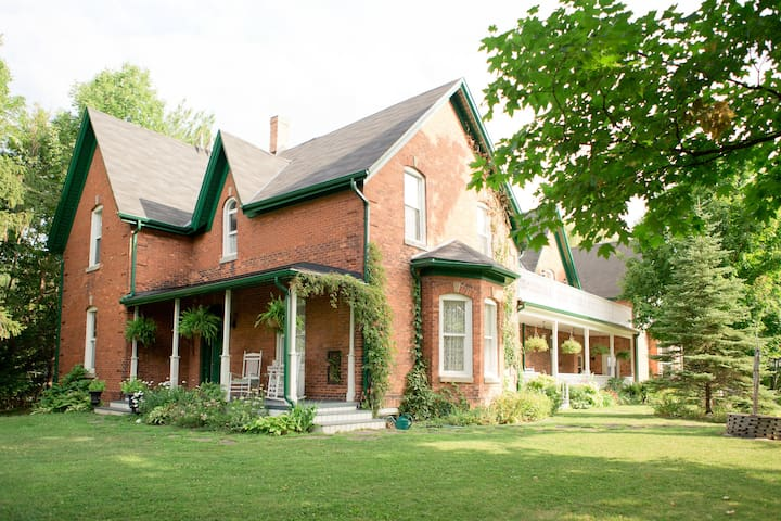 Beamer Falls Manor - 1864 Farmhouse - Grimsby - Casa