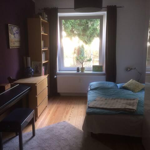 Schönes ruhiges Zimmer mitten im bunten Barmbek - Hamburg - Lägenhet
