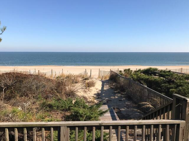 Atlantic Watergate Oceanfront Townhome in Bethany
