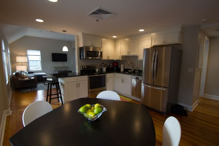 Completely Renovated Upscale Apartment In Downtown - Lenox - Flat
