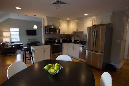 Completely Renovated Upscale Apartment In Downtown - 레녹스(Lenox)