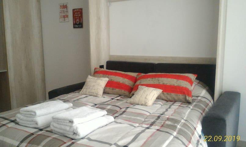 Descansá en colchón de resortes con sábanas suaves de primera calidad hotelera