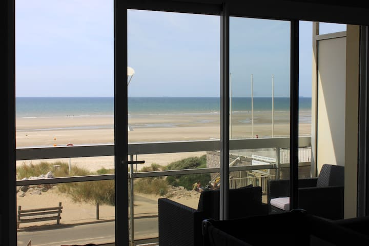 Nice cosy appartement in front of the beach