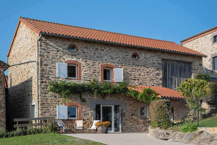 Holiday Home in Saint-Beauzire with Garden, Roofed Terrace