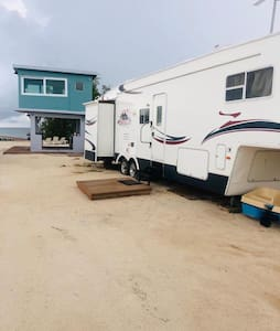 Beachfront Family Campers!