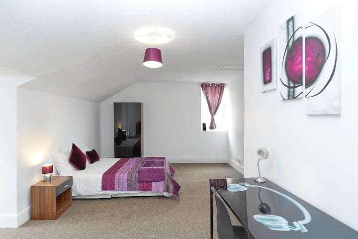 6Executive Business Room-Derby-Home Away From Home
