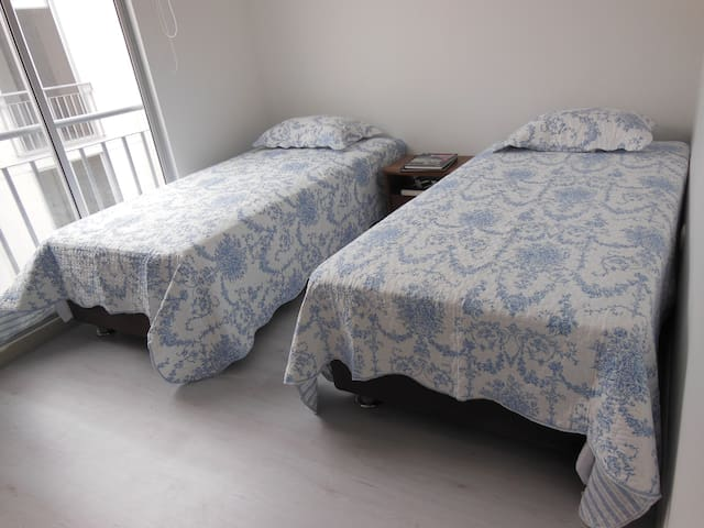 Dormitorio 3 (dos camas sencillas) con ventana