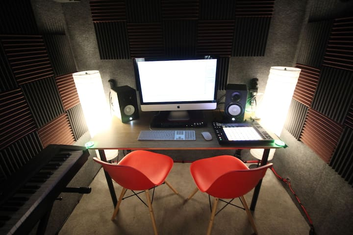 Artist Community for Creatives w/Recording Studio!