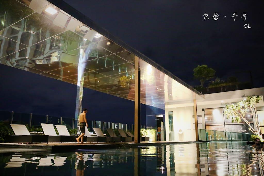 顶楼无边泳池,实景拍摄  rooftop swimming pool