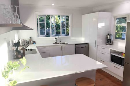 Spacious 4 Bedroom House - Walk to Southbank