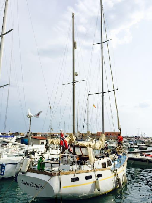 Lady Calipso ormeggiata a Porto Empedocle