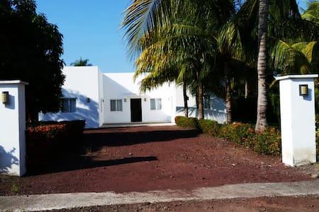 CASA BIANCA/WHITE HOME