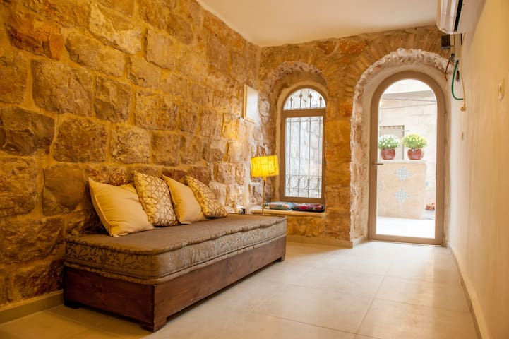 Authentic Jerusalem Stone House - City Center