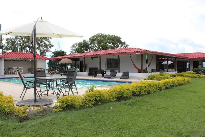 Hacienda Eje Cafetero cerca lugares de interes - CERRITOS - Casa