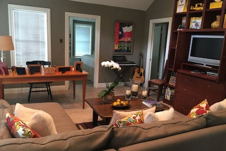 Tarrytown guest house just minutes from downtown - Austin - Guesthouse