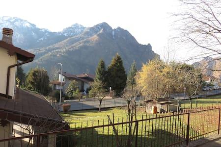 splendida vista sulle montagne - Parre - Apartament
