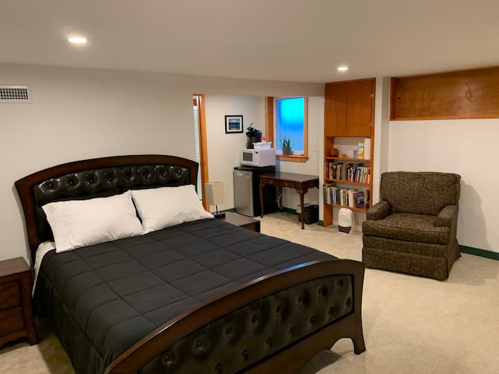 Cozy Private Basement Suite and Bathroom