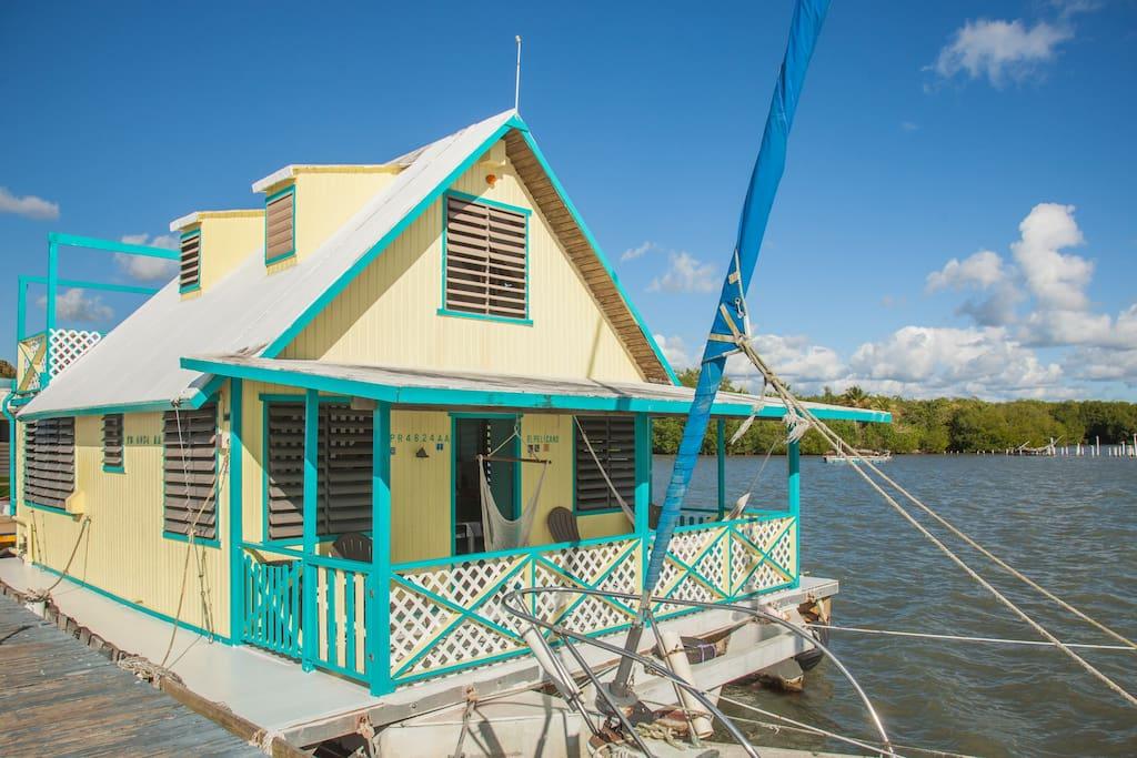 El Pelicano Houseboat
