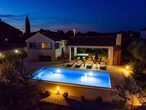 빌라 로레마 - 자쿠지 및 수영장 32m2 (5000m2 정원)