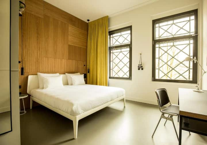 Eco-friendly Double Room in the Westerpark - spacious room & huge super king bed