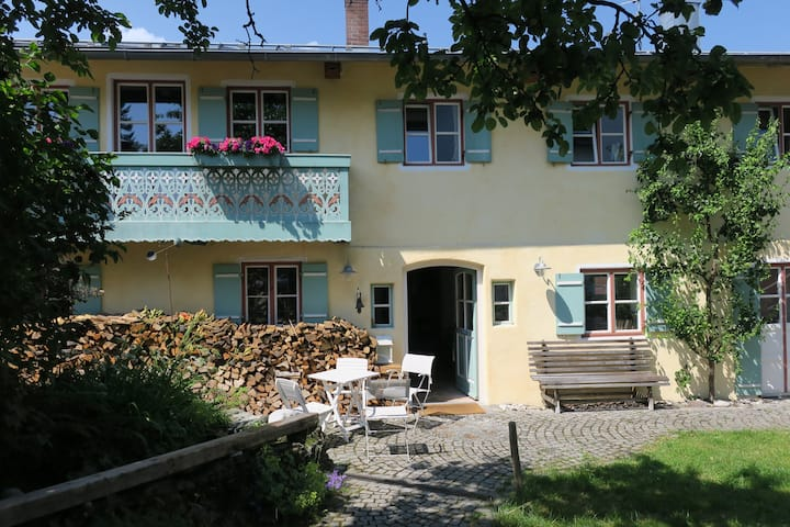 450 year old farm in Murnau / temp. renting