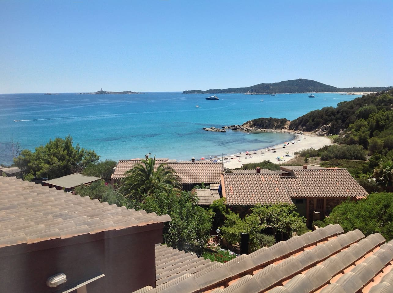 panorama e spiaggia sottostante Is Traias  apartment view and the residence beach