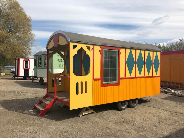 Grand Circus Hotel - The Clown's Wagon