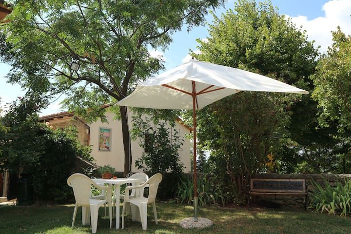 Apartment in a nice little village at 500 meters, not far from Florence