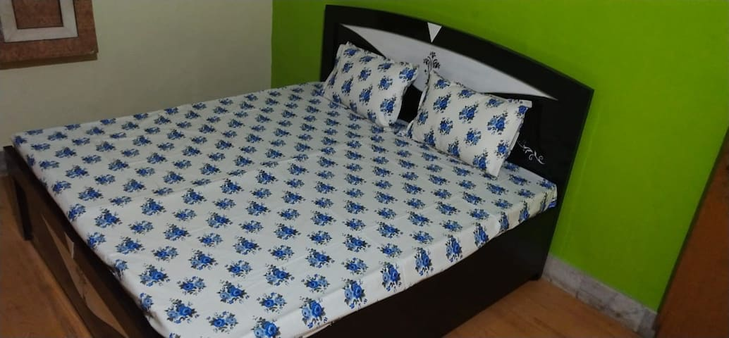 Kishan Home Stay Deluxe Room