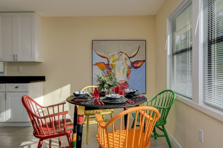 Cute Cottage Near Sarasota Bay - Lovingly Updated!