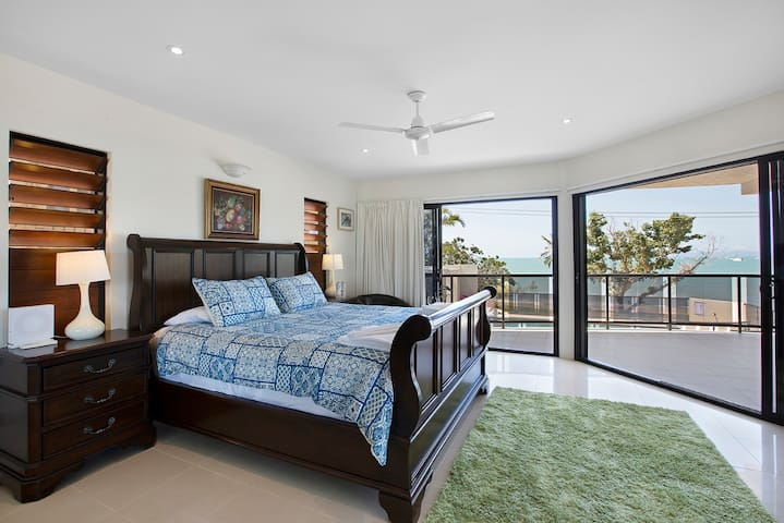 Deluxe Room with Seaview and Private Spa Bath