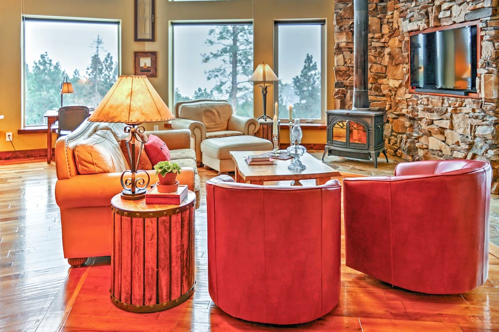 Relax in the cozy living room which offers amazing views.